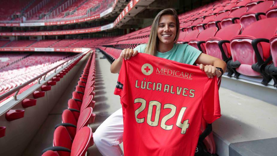 Lúcia Alves renova contrato com o Benfica
